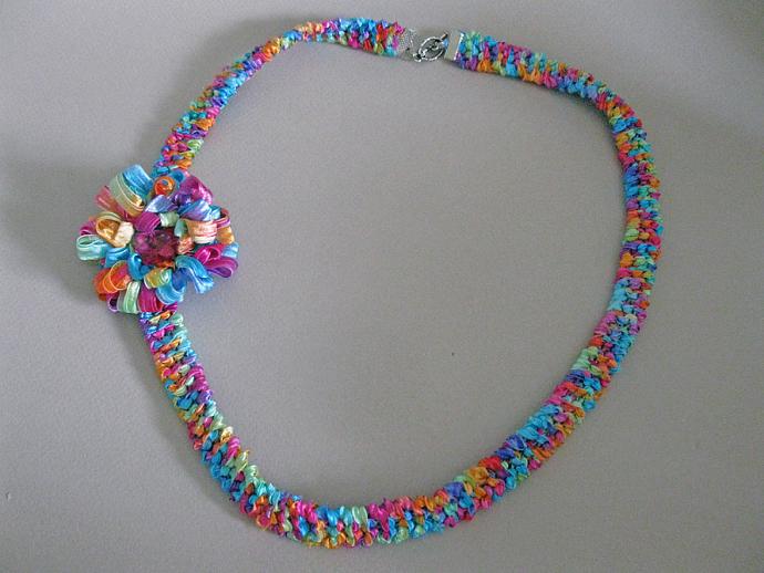 Fiber Flower Necklace
