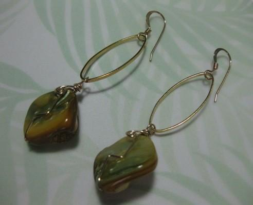 Freeform Wirework Gold Shell Beads Earring