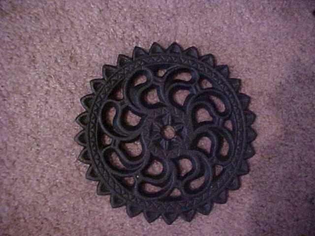 "Vintage - Cast Iron Round Trivet Iron Art 6"""