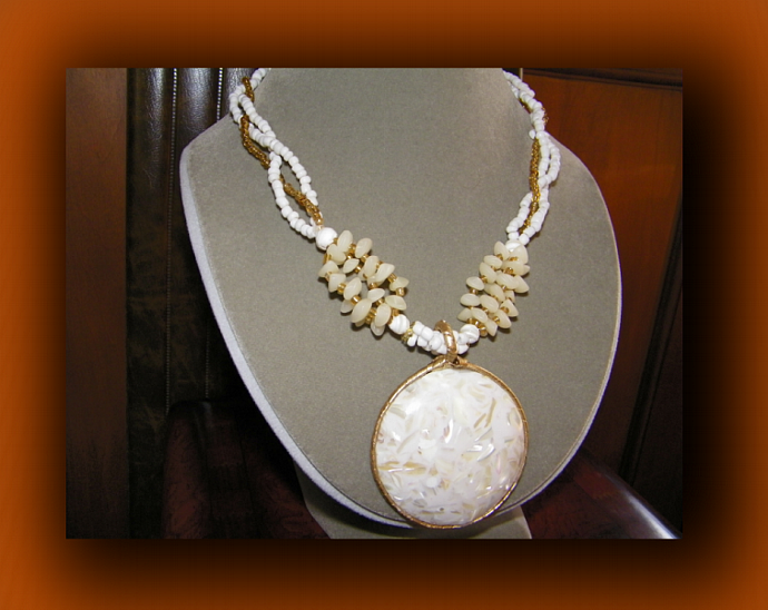 White Round Shell Pendant Necklace